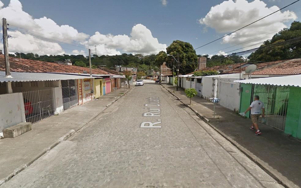 Assassinato ocorreu na Rua Rui Duarte, no bairro da Várzea, na Zona Oeste do Recife (Foto: Reprodução/Google Street View)