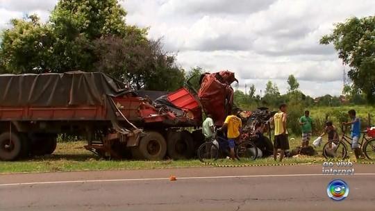 Motorista e ajudante morrem em batida entre caminhões na rodovia de Barbosa