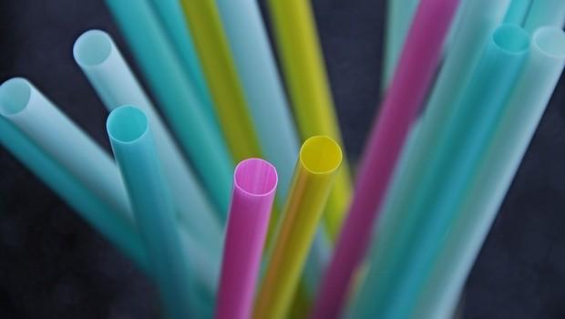 Canudos plásticos (Foto: Pixabay)