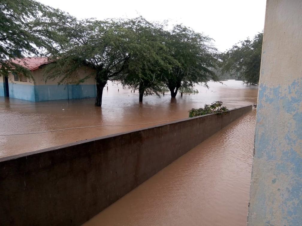 Imagem de inundação em Prefeitura de Pedro Alexandre, na quinta-feira (11) — Foto: Arquivo pessoal/Gino Giubbini