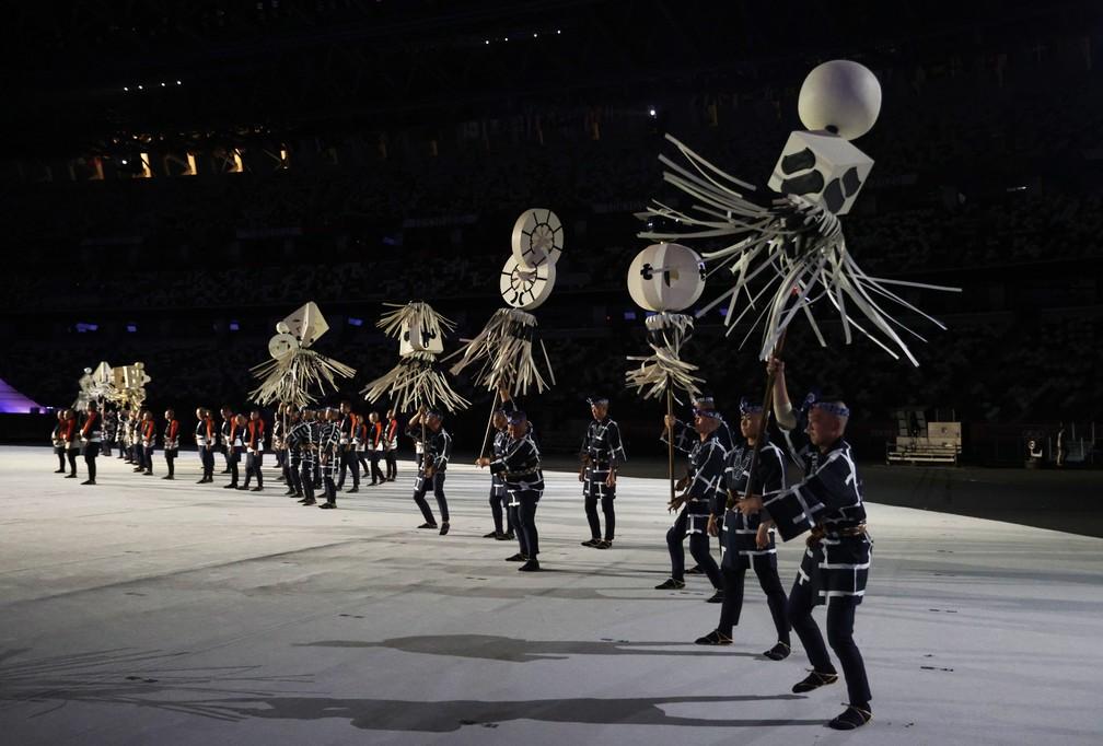Dançarinos se apresentam durante a cerimônia de abertura dos Jogos Olímpicos de Tóquio, no Japão — Foto: Hannah Mckay/Reuters