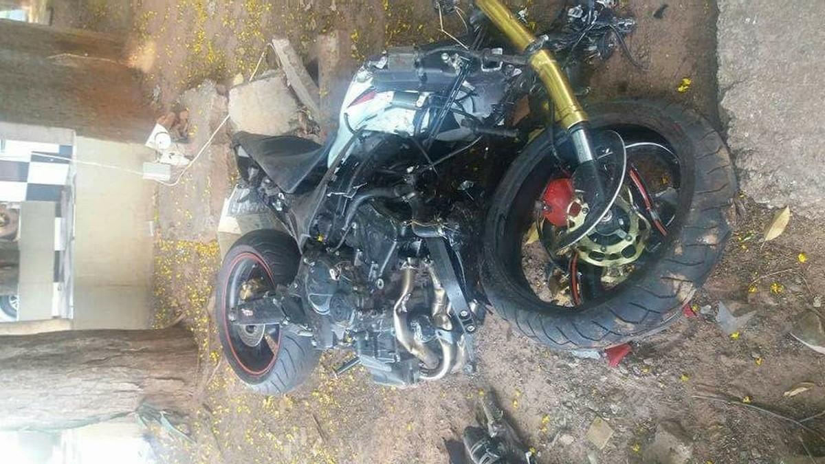 Acidente em rodovia destrói veículo e mata motociclista em Palmares Paulista