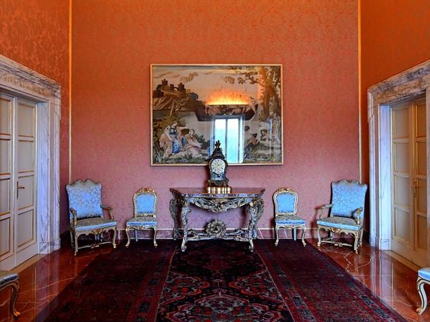 Foto de 21 de outubro mostra cômodo da residência de verão dos papas, nas Vilas Pontifícias de Castelgandolfo, perto de Roma  (Foto: Alberto Pizzoli/AFP)