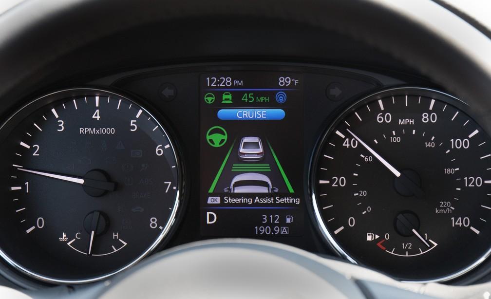 Nissan X-Trail possui controle de velocidade de cruzeiro e assistente de faixa (Foto: Divulgação)