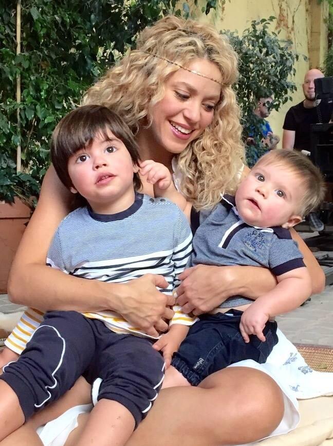 Shakira, Milan e Sasha (Foto: Facebook)