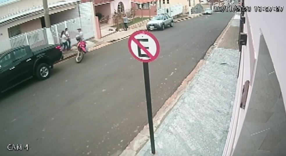 Homem atira em mulher e tenta tirar a própria vida em Conceição da Aparecida (MG) — Foto: Reprodução/EPTV
