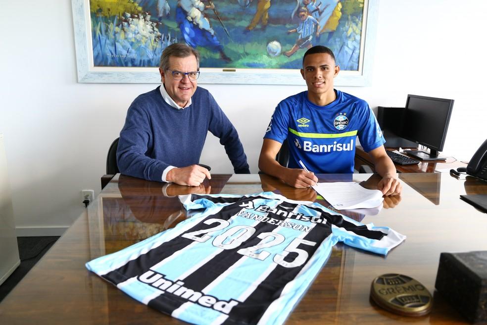 Grêmio anunciou renovação de Vanderson até 2025 — Foto: Lucas Uebel/DVG/Grêmio