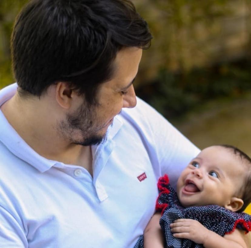 Profissionais de saúde saem de casa para proteger família da Covid-19 e passam Dia dos Pais longe dos filhos