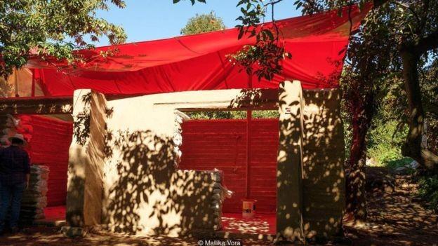 Foto da construção da casa de Pablo Cuauhtémoc Saavedra Castellanas (Foto: MALLIKA VORA/BBC)