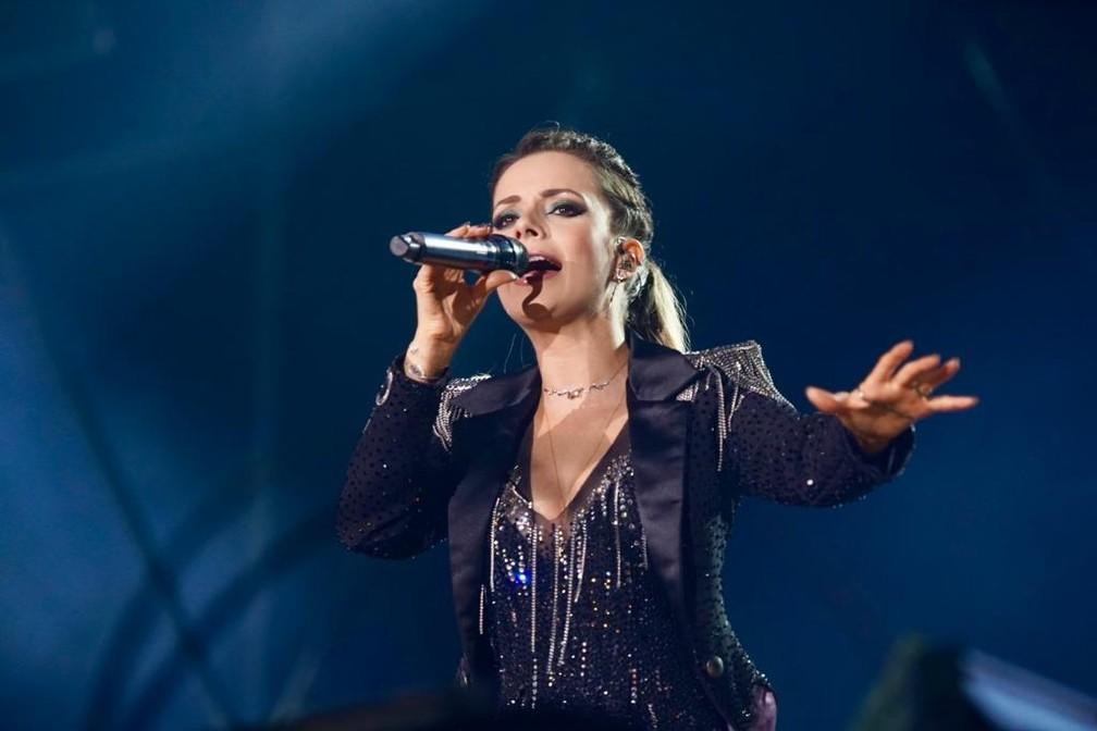 Durante o show, Sandy afirmou que a dupla está encerrando mais um ciclo — Foto: Marcos Serra Lima/G1