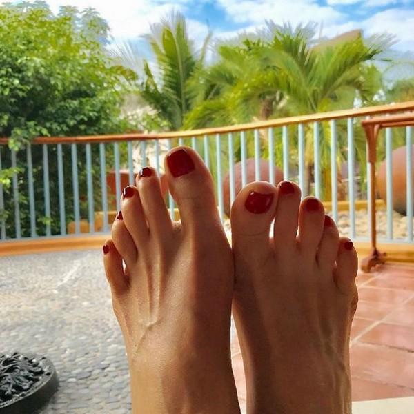 Os famosos pés de Gweneth Lee (Foto: Reprodução Instagram)