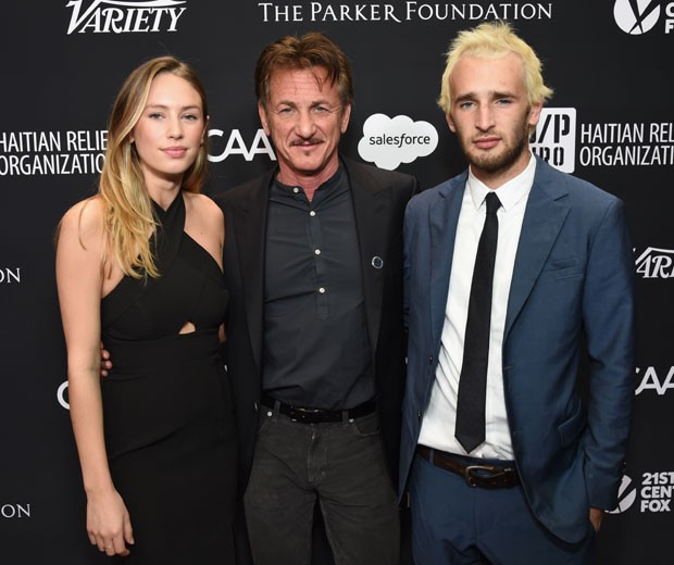 Dylan e Hopper Penn com o pai, o ator Sean Penn (Foto: Getty Images)