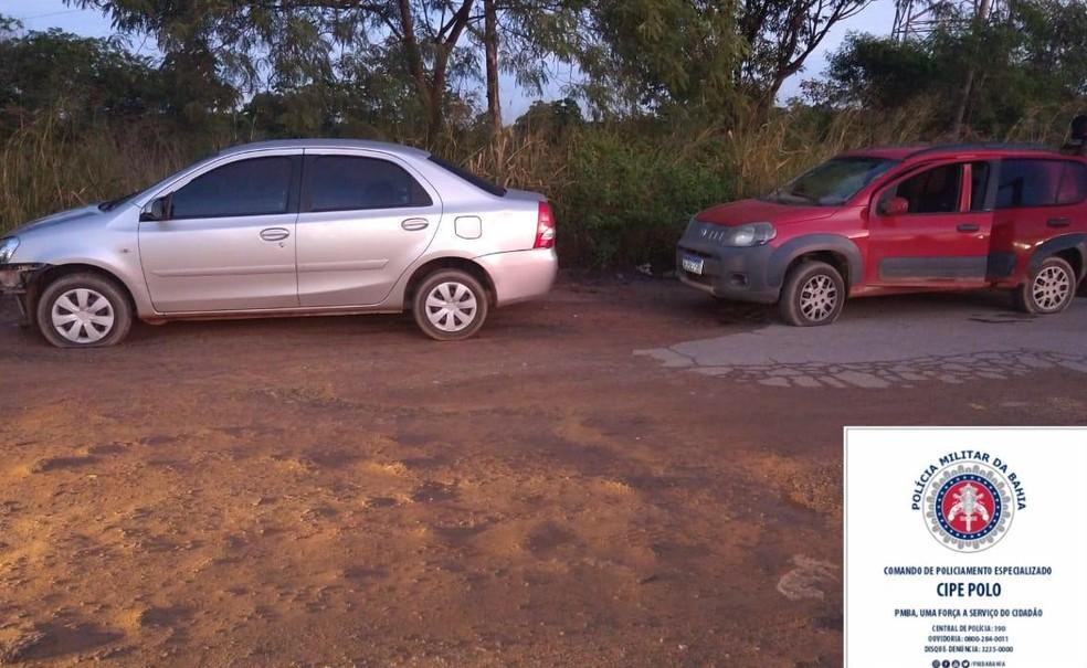 Carros usados pelo grupo foram encontrados em Camaçari — Foto: Divulgação/SSP-BA