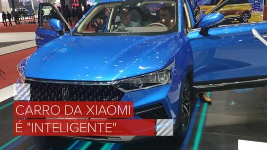 Carro da Xiaomi com montadora chinesa tem assistente virtual com holograma e porte de Jeep Compass