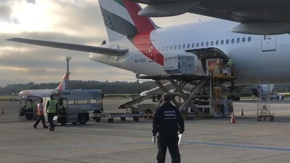 Avião com 2 milhões da vacina de Oxford chega a Guarulhos na manhã de terça-feira (23) — Foto: Divulgação/Receita Federal