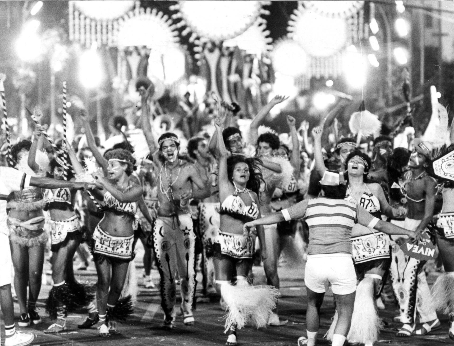 Desfile do Cacique de Ramos, na Avenida Rio Branco, no carnaval de 1987