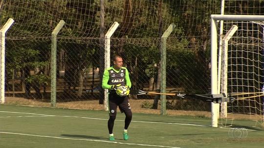 """Com futuro incerto, Renan vai para o jogo 200 pelo Goiás: """"Não sei se é despedida"""""""