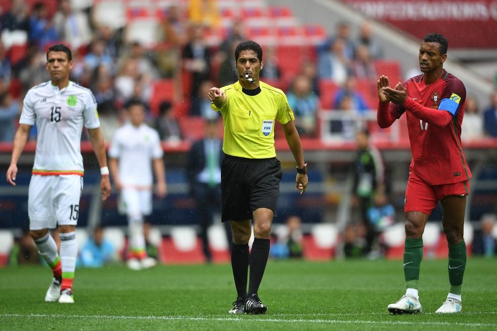 Fahad Al-Mirdasi durante duelo entre  Portugal x México no ano passado (Foto: Getty Images)