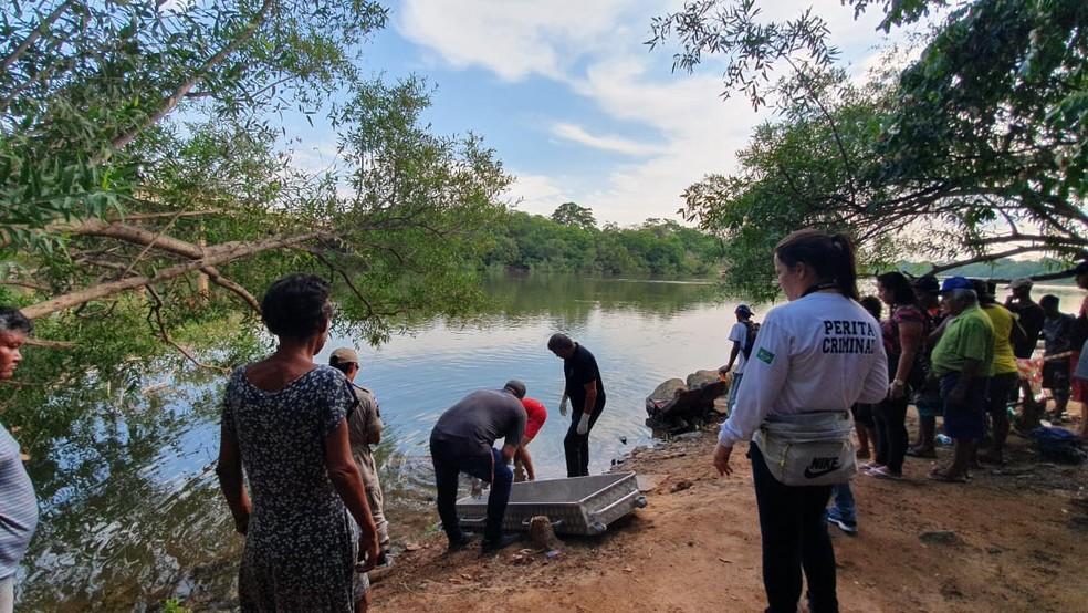 No início da tarde, o corpo de um homem foi encontrado na região do Porto, perto da ponte Júlio Müller, no Rio Cuiabá — Foto: Lorena Segala/TV Centro América