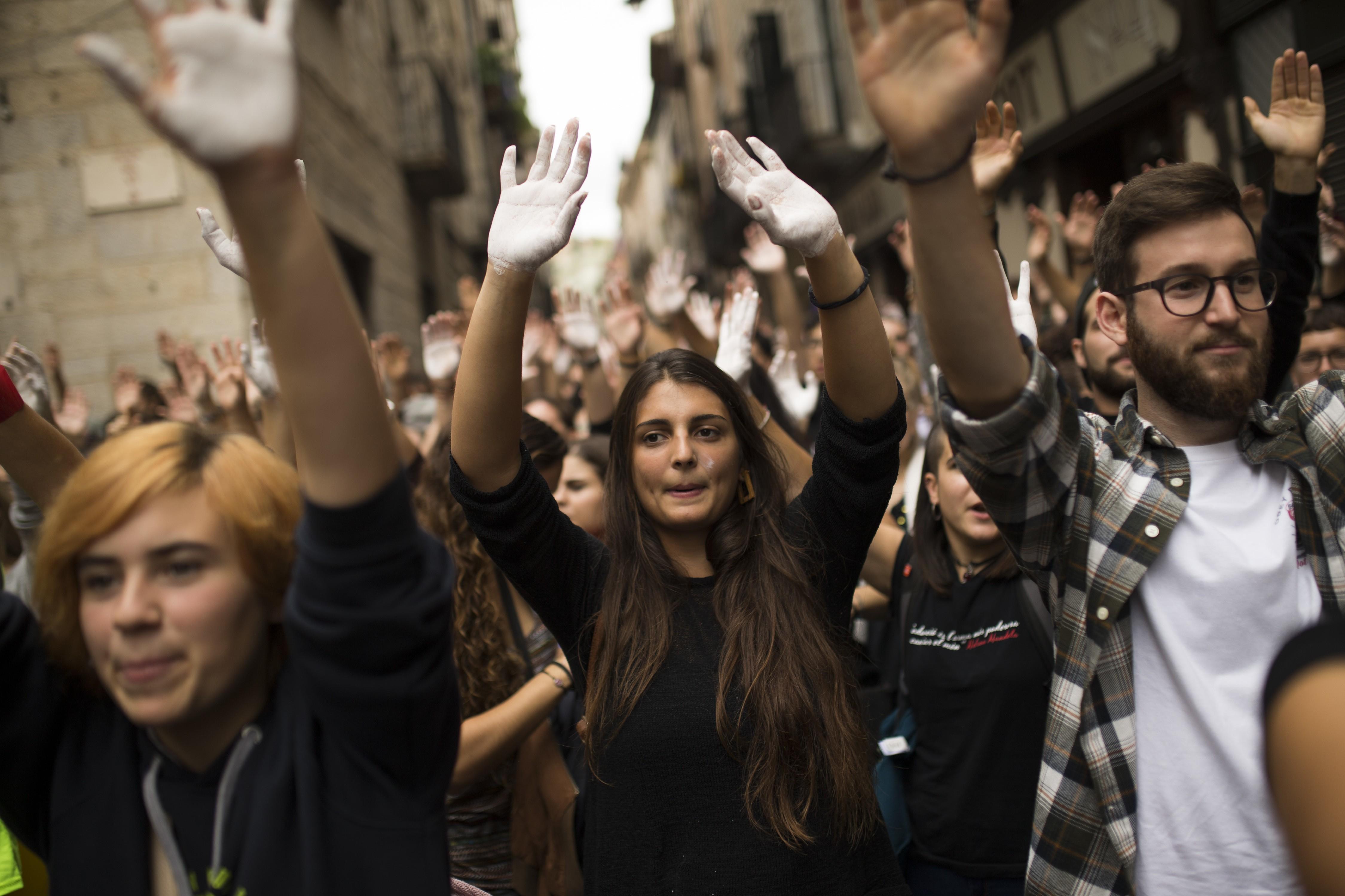 Palavra do ano eleita pelo dicionário Oxford é 'youthquake', que homenageia a revolução promovida por jovens