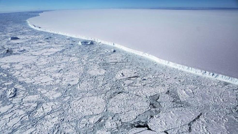 Descolado em 2017, iceberg A68 tinha quase quatro vezes o tamanho do Rio de Janeiro — Foto: Mario Tama/Getty Images