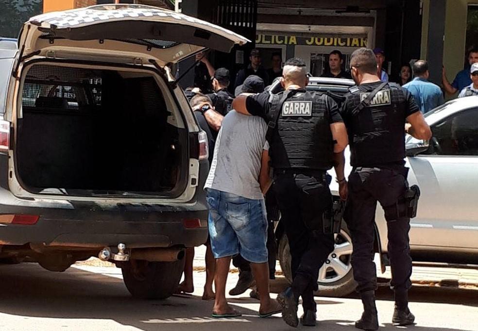 Suspeitos foram presos por policiais do Garra e estão sendo interrogados (Foto: Harlis Barbosa/Arquivo pessoal)