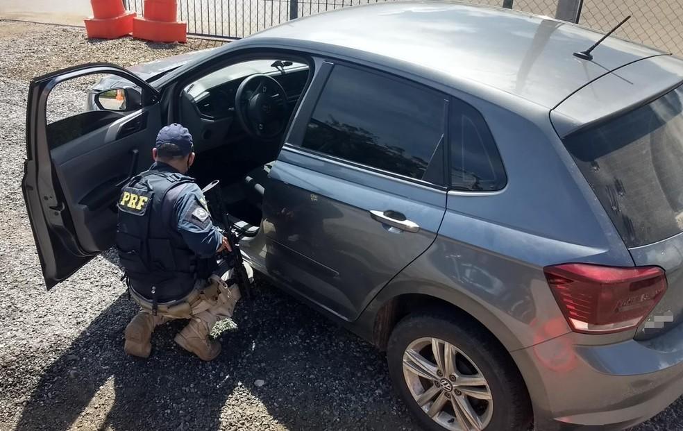 Carro apreendido em Serra Talhada — Foto: Polícia Rodoviária Federal/Divulgação