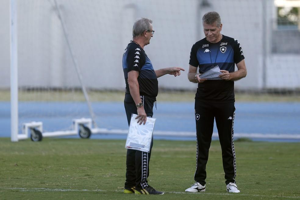 Auxiliar de Autuori, Renê Weber também trabalhou com o técnico no título brasileiro de 1995 — Foto: Vitor Silva/Botafogo