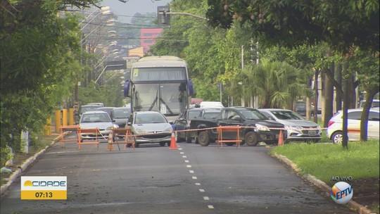 Dois dias após temporal, avenida na zona norte de Ribeirão Preto é liberada ao trânsito