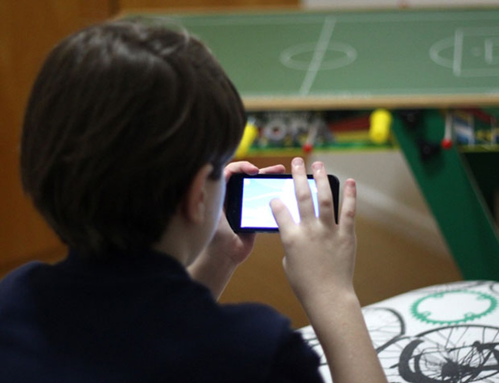 Adolescentes lideram aumento de uso de celular no Brasil, diz Pnad — Foto: Pedro Gonçalves/G1MG