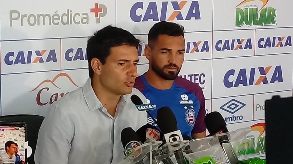 """""""Se dispôs a entrar em campo mesmo sem as condições ideais"""", diz Cerri sobre o atacante Gilberto (Foto: Ruan Melo)"""