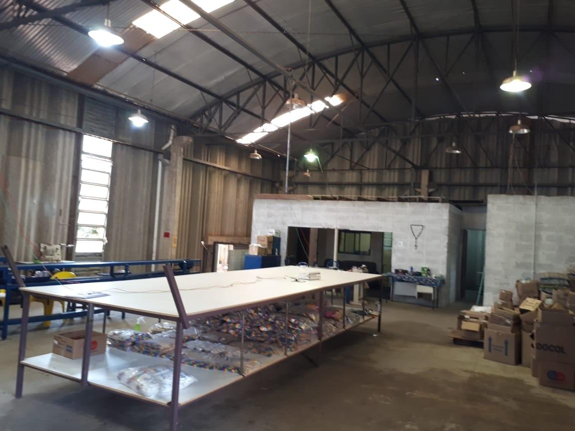 Vigilância Sanitária interdita barracão usado para fabricação de máscaras sem autorização em Marília