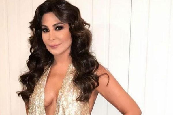 Cantora pop libanesa Elissa revelou em novo videoclipe que teve câncer de mama (Foto: Reprodução/Twitter)