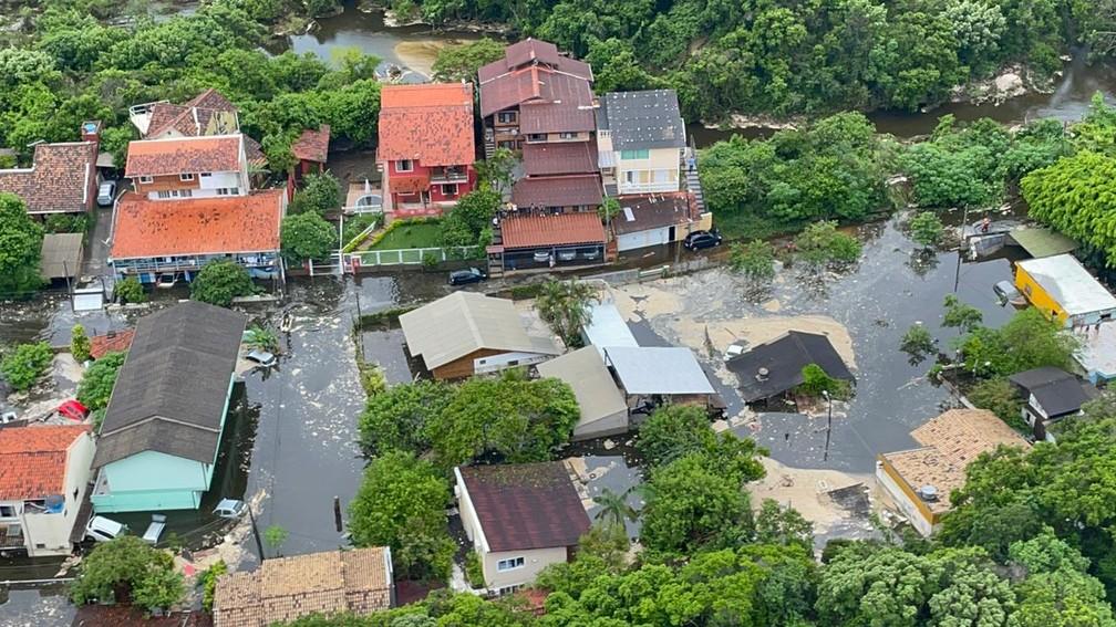 Casas alagadas na Lagoa da Conceição em Florianópolis — Foto: Corpo de Bombeiros/ Divulgação