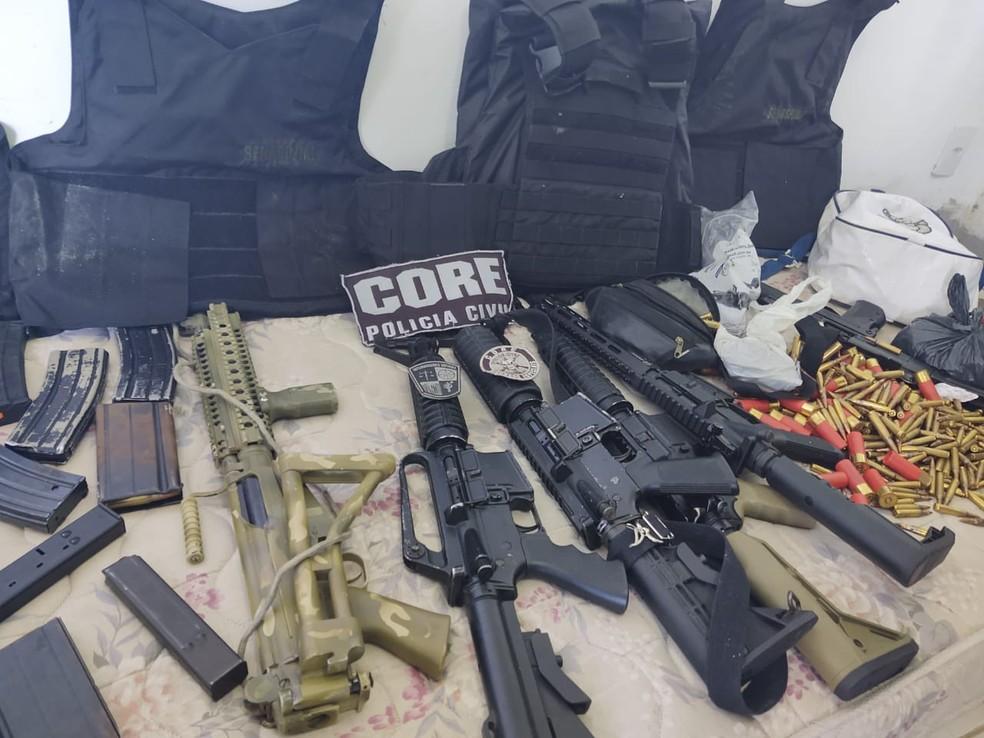 Armas apreendidas em Gravatá — Foto: Divulgação