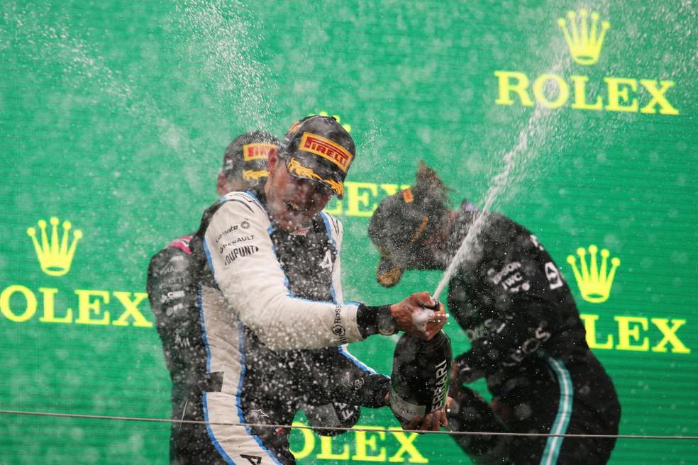Esteban Ocon, Sebastian Vettel e Lewis Hamilton comemoram no pódio do GP da Hungria — Foto: Florion Goga - Pool/Getty Images