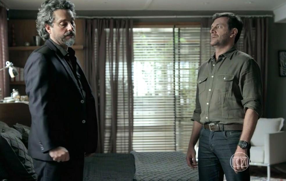 José Alfredo (Alexandre Nero) pede para Josué (Roberto Birindelli) colocar o plano em ação - 'Império' — Foto: Globo