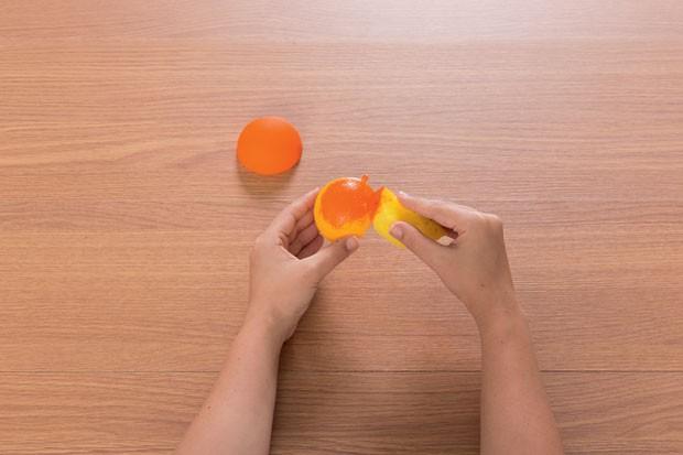 4. Com a tinta amarela seca, faça a mesma coisa pintando agora de laranja. (Foto: Bruno Marçal / Editora Globo)