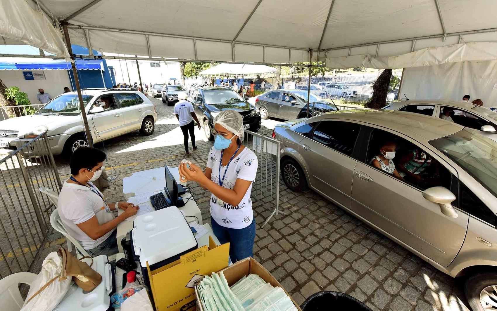 Grávidas, puérperas e lactantes começam a ser vacinadas contra a Covid-19 na sexta em Salvador; imunização de idosos segue