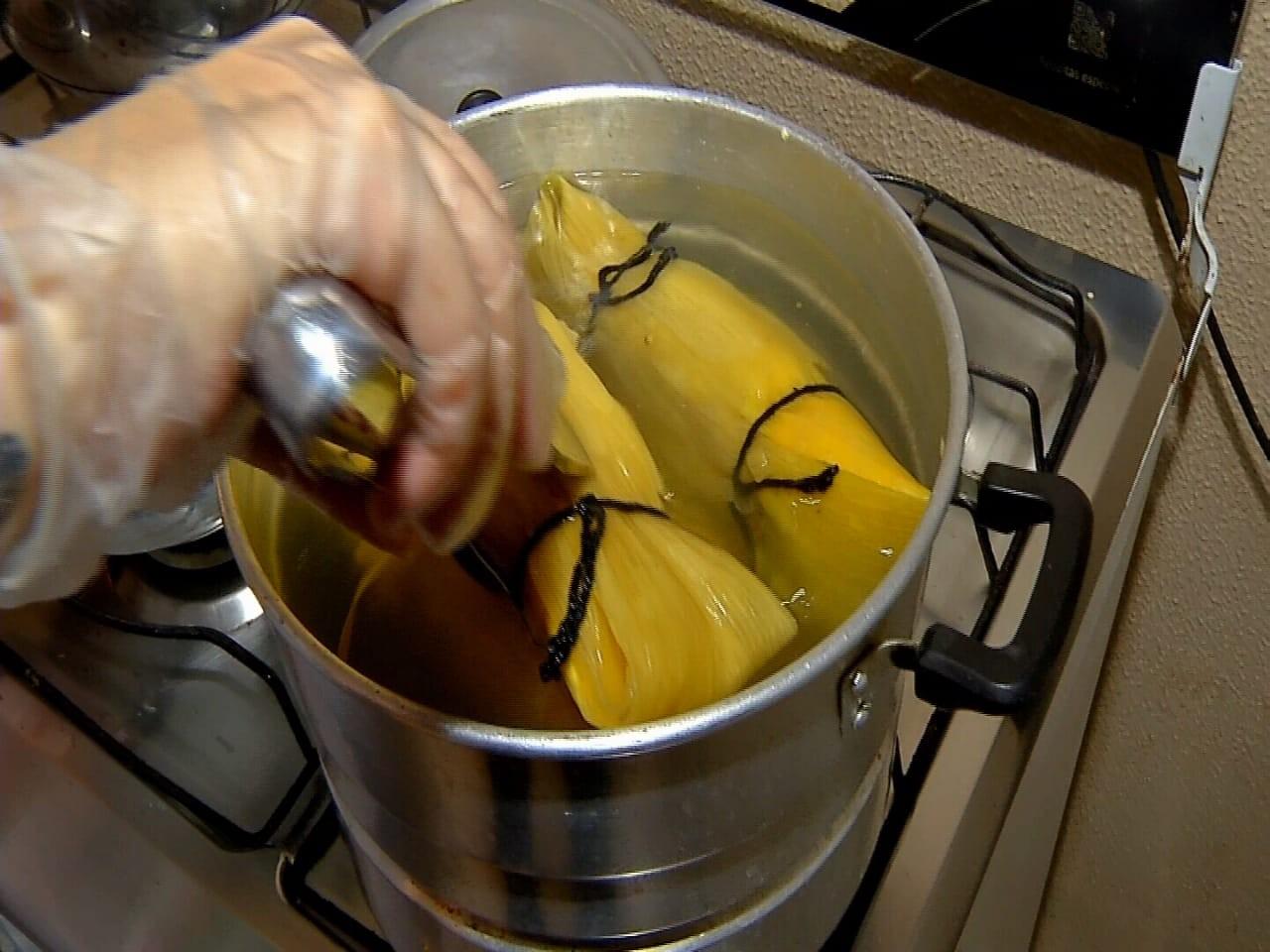 Aprenda a receita de pamonha enrolada na palha do milho