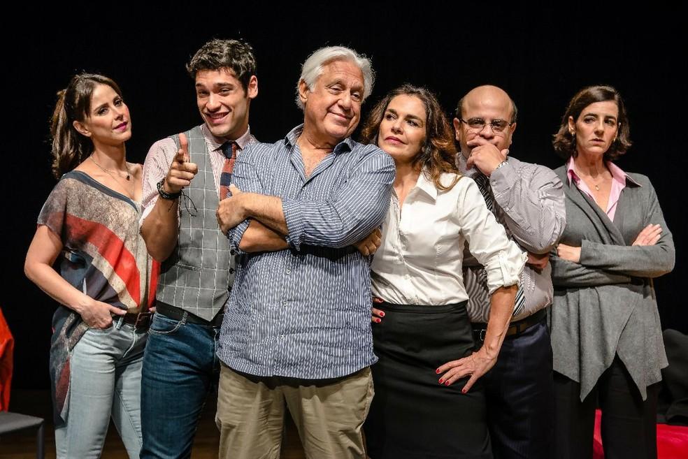-  Da esquerda: Alexandra Martins, Bruno Fagundes, Antônio Fagundes, Mara Carvalho, Fábio Espósito e Ilana Kaplan em  Baixa terapia   Foto: Divulgação