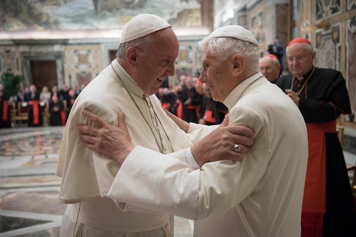 Benedict XVI enters the pontificate of Francis
