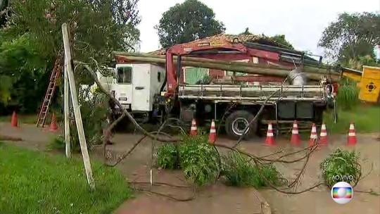 Cemig começa trabalho de restabelecimento de energia elétrica no Córrego do Feijão