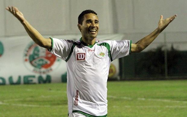Éberson comemora gol pela Cabofriense - Bonsucesso (Foto: Tiago Ferreira/Divulgação)