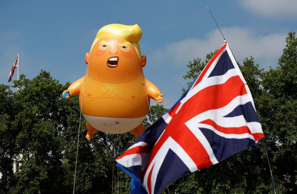 -  Boneco inflável 'bebê Trump' é usado em protesto em Londres  Foto: Peter Nicholls/ Reuters