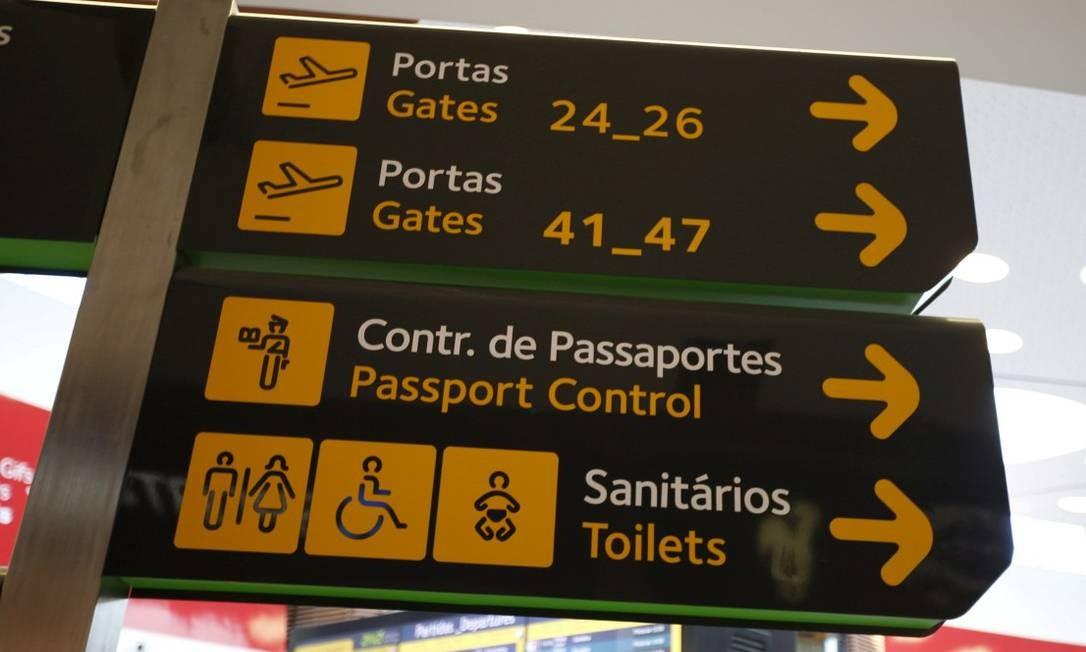 Placa no aeroporto de Lisboa