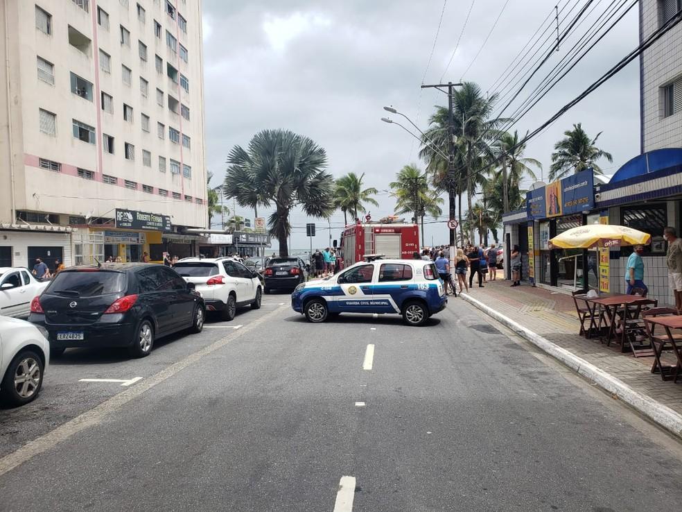 Marquise de imobiliária caiu e matou funcionária em Praia Grande, SP — Foto: Reprodução/Praia Grande Mil Grau
