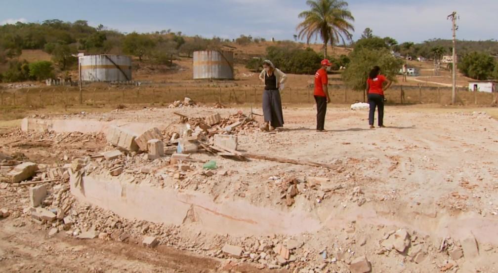 MST alega que lavouras e objetos pessoas das famílias foram destruídos em reintegração em MG — Foto: Reprodução/EPTV