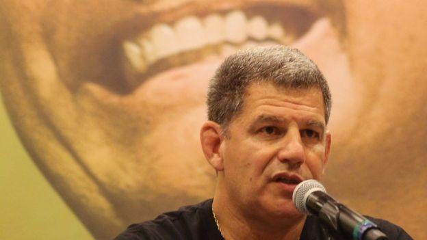'Hoje posso dizer que sou, de forma hétero, apaixonado por Jair Bolsonaro', declarou Bebianno no lançamento da candidatura (Foto: Reuters via BBC)