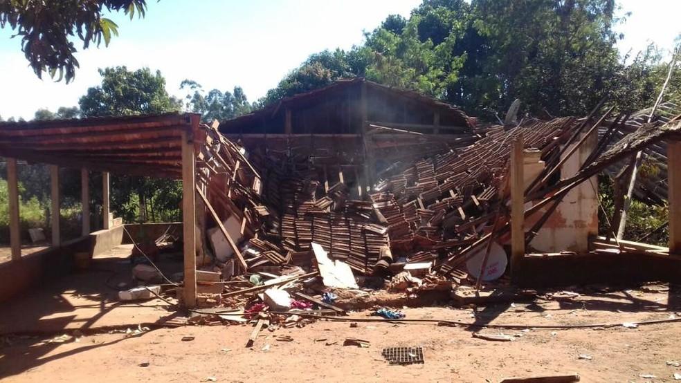 Casa foi atingida por caminhão e incendiada (Foto: ACidadeON/Araraquara)